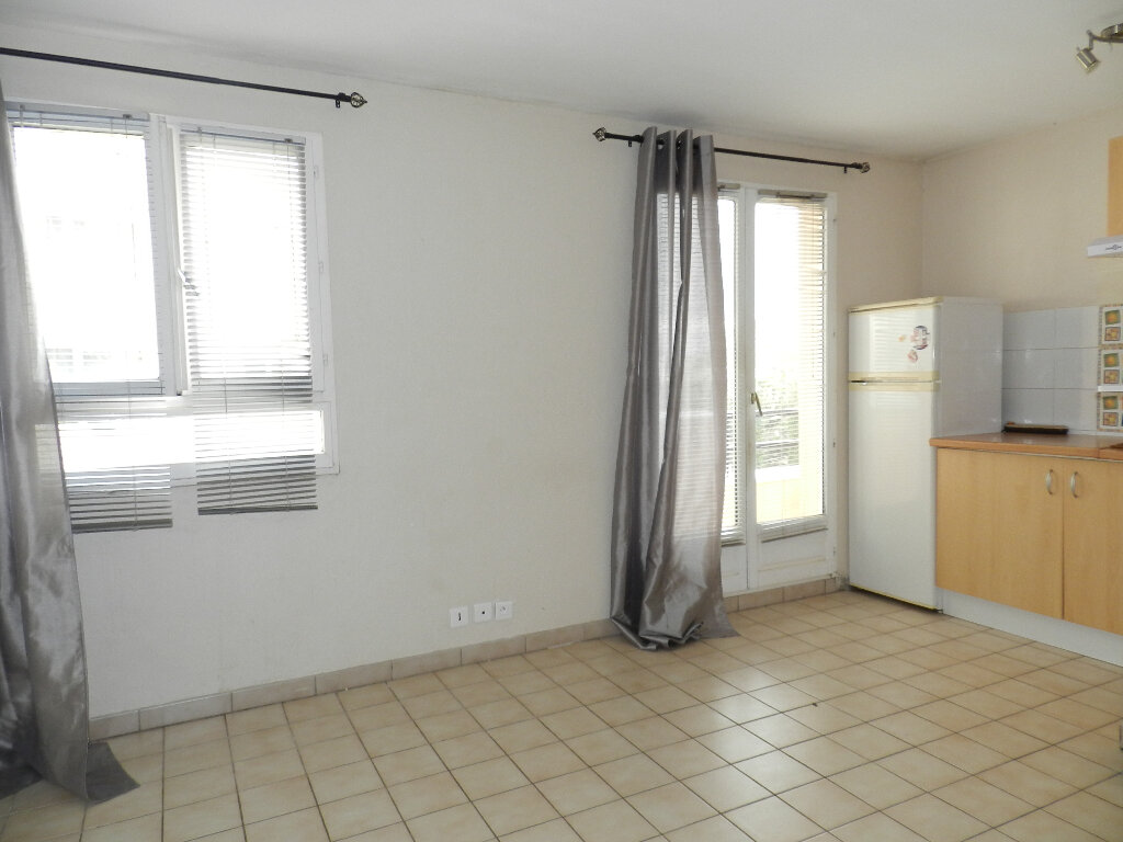 Appartement à louer 1 21.6m2 à Combs-la-Ville vignette-2