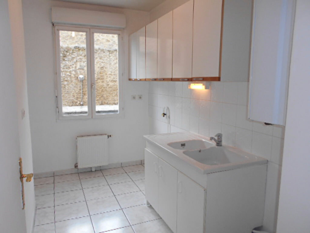 Appartement à louer 3 58.63m2 à Brie-Comte-Robert vignette-3