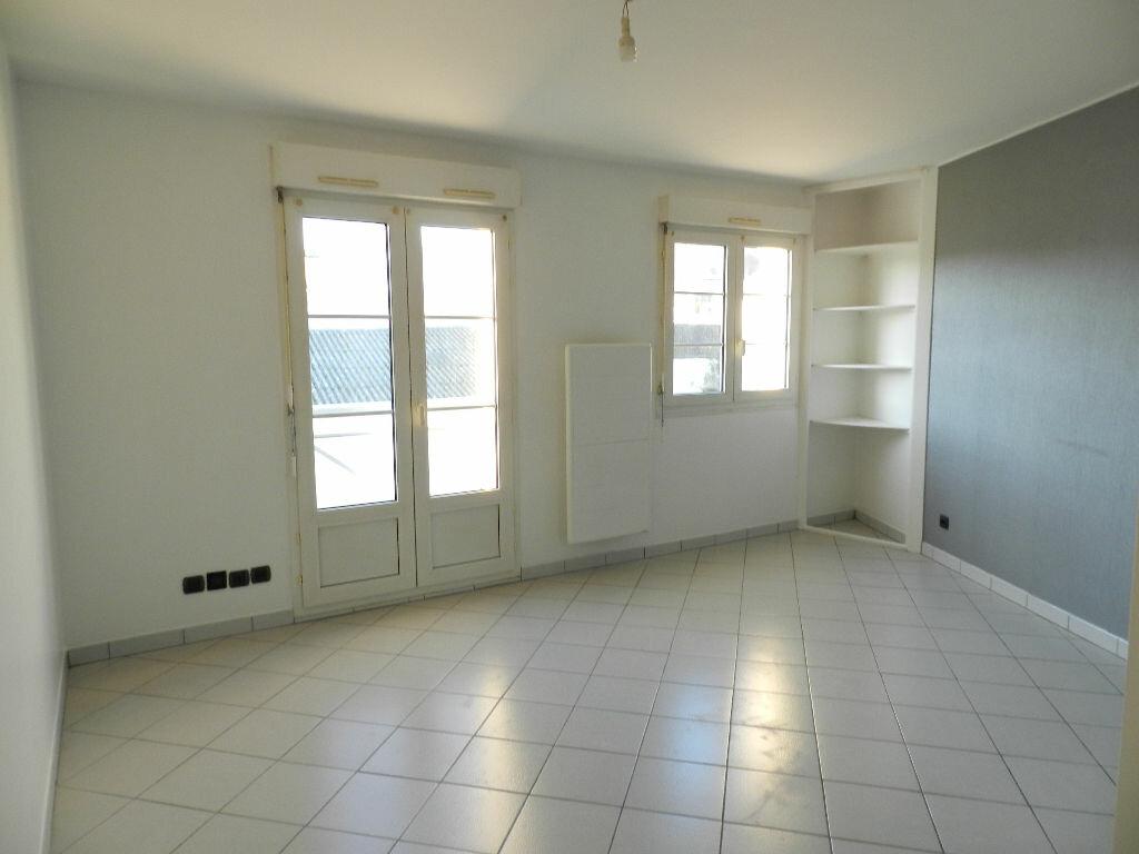 Appartement à louer 1 24.14m2 à Brie-Comte-Robert vignette-1
