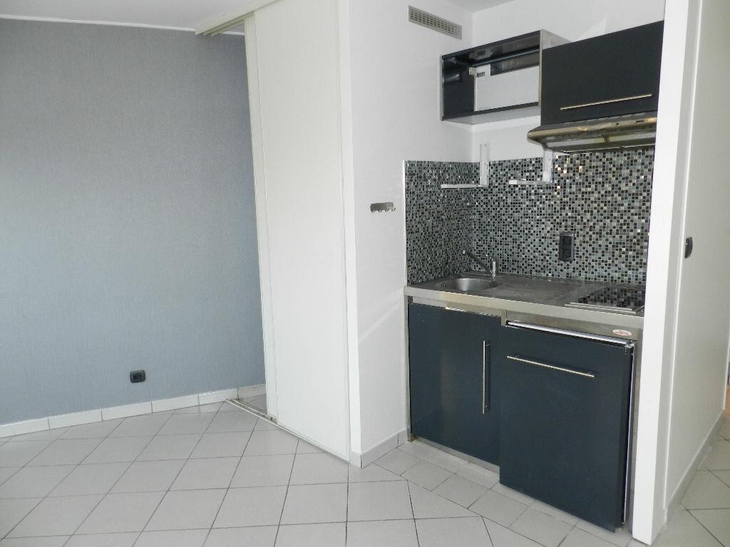 Appartement à louer 1 24.14m2 à Brie-Comte-Robert vignette-3