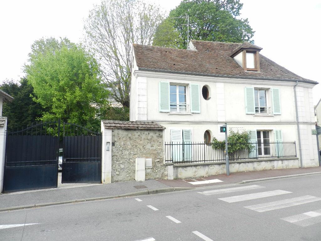Appartement à louer 2 53.63m2 à Brie-Comte-Robert vignette-1