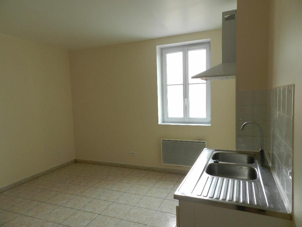 Appartement à louer 3 43.87m2 à Combs-la-Ville vignette-1