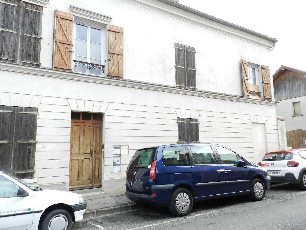 Appartement à louer 3 43.87m2 à Combs-la-Ville vignette-2
