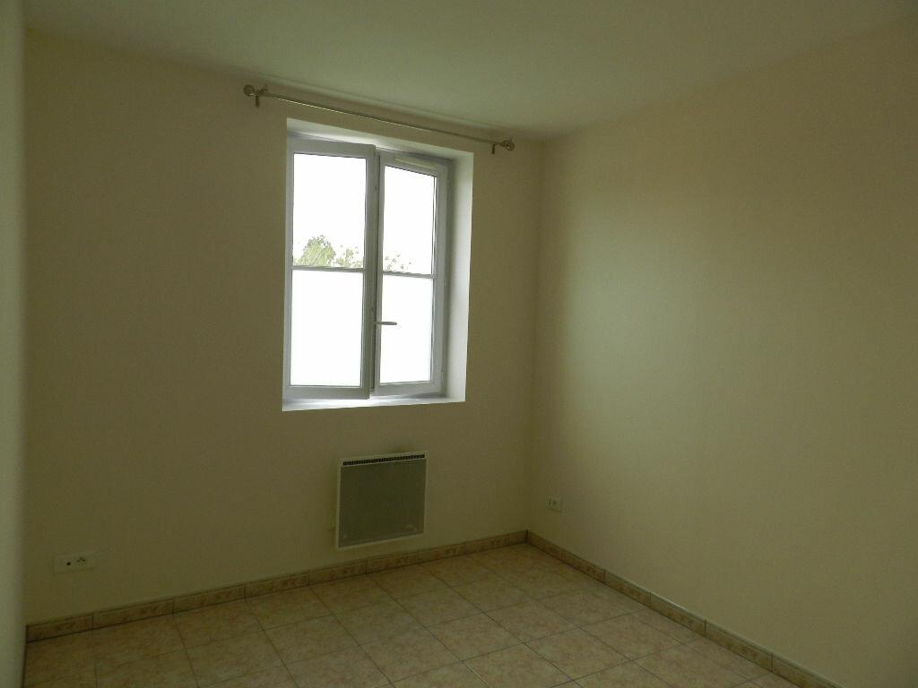 Appartement à louer 3 43.87m2 à Combs-la-Ville vignette-4