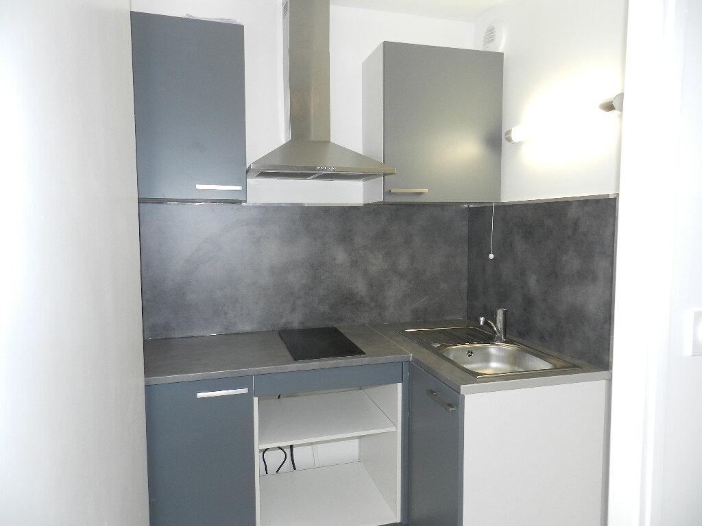 Appartement à louer 1 25.19m2 à Brie-Comte-Robert vignette-3