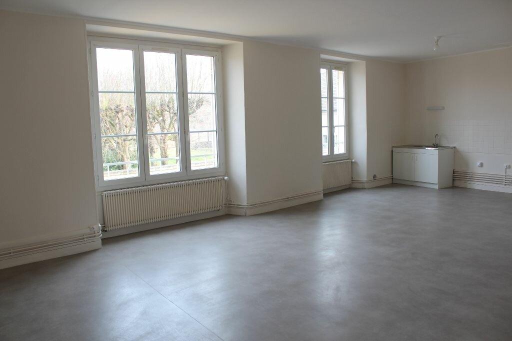 Appartement à louer 4 112m2 à Ecquevilly vignette-1