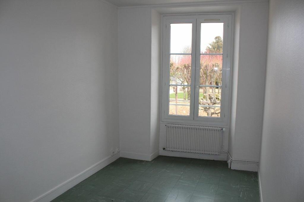 Appartement à louer 4 112m2 à Ecquevilly vignette-5