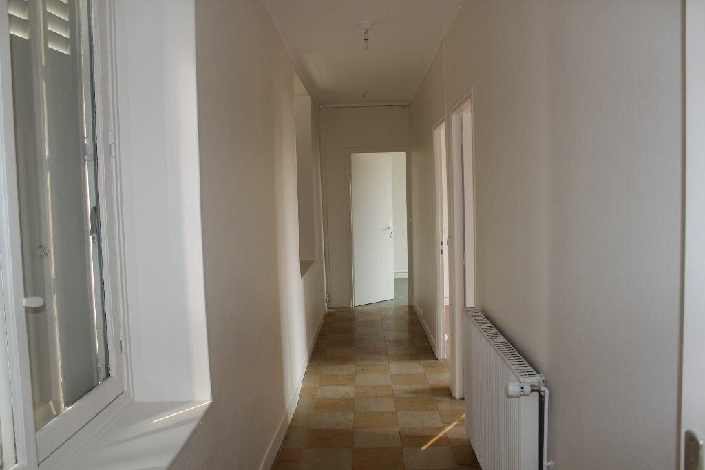 Appartement à louer 4 112m2 à Ecquevilly vignette-6