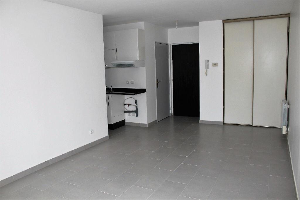 Appartement à louer 1 28m2 à Poissy vignette-2