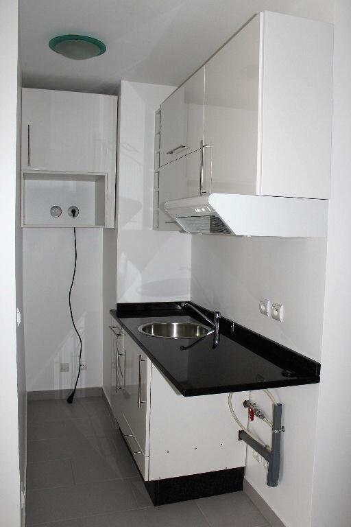Appartement à louer 1 28m2 à Poissy vignette-3