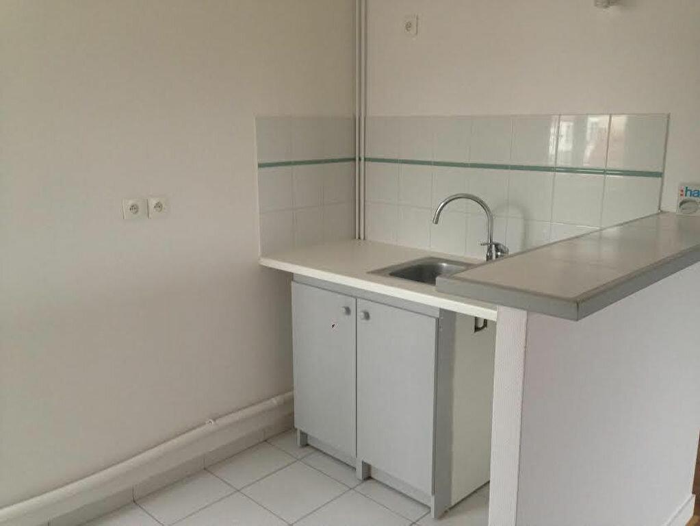 Appartement à louer 3 54.39m2 à La Ferté-sous-Jouarre vignette-2