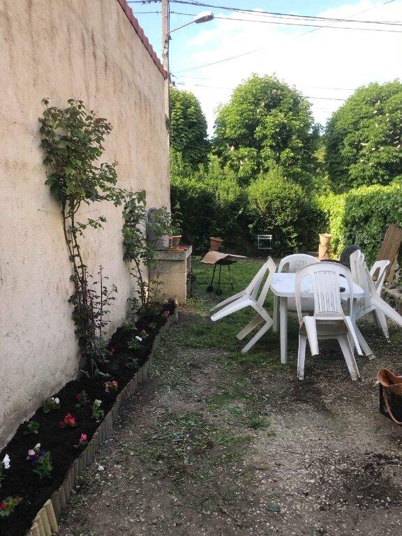 Maison à louer 4 90m2 à Saint-Jean-les-Deux-Jumeaux vignette-9