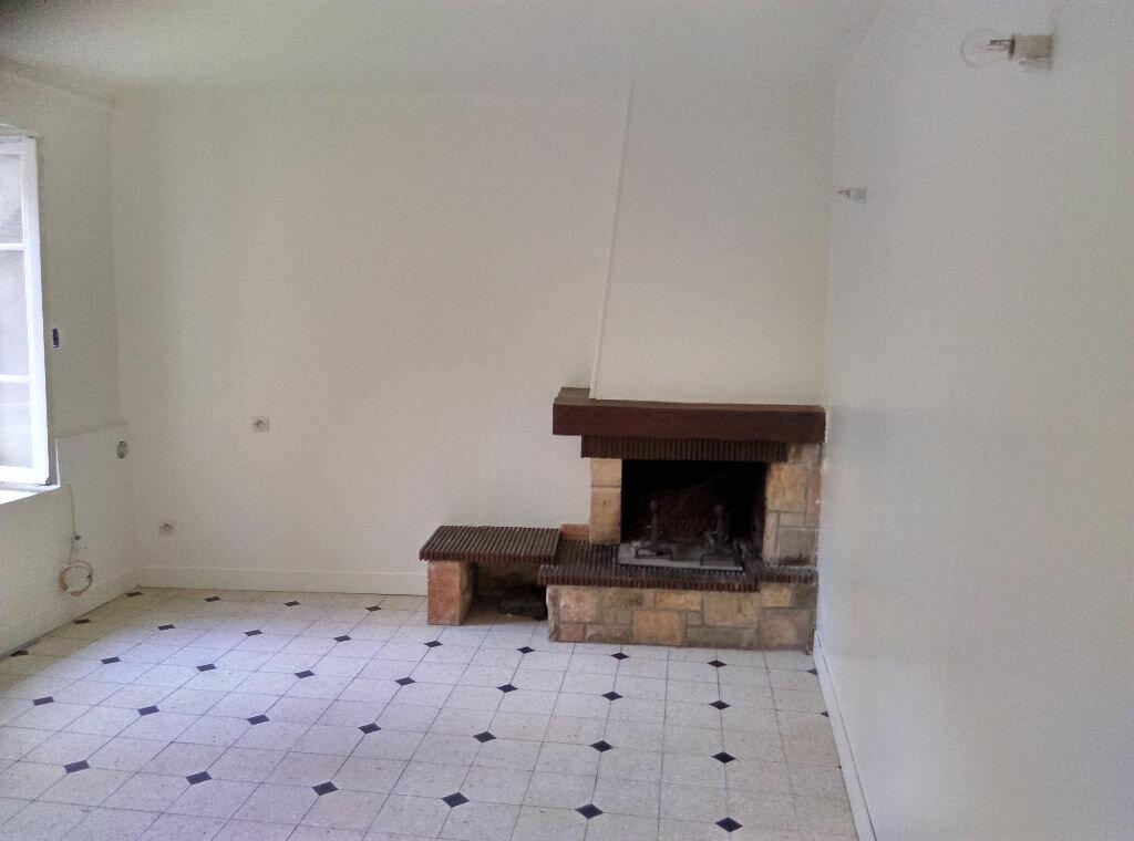 Maison à louer 4 85m2 à Saint-Cyr-sur-Morin vignette-3