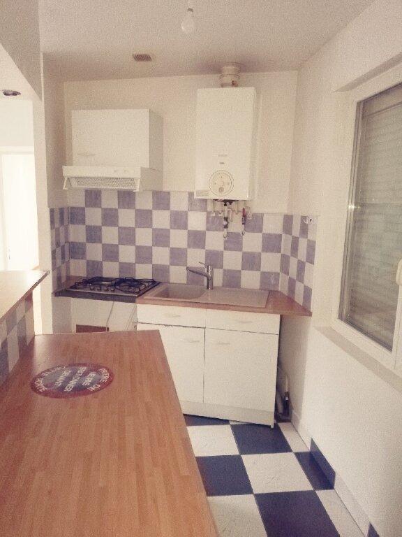 Appartement à louer 3 60m2 à Saint-Cyr-sur-Morin vignette-1