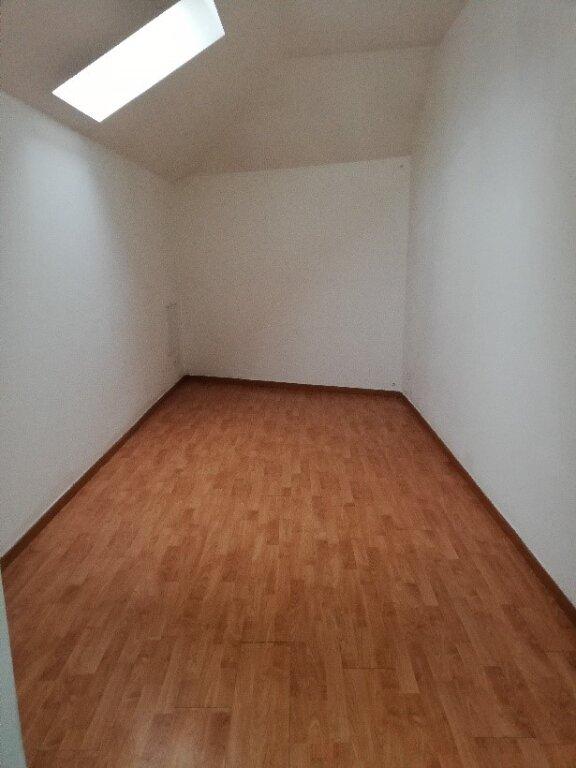 Appartement à louer 3 60m2 à Saint-Cyr-sur-Morin vignette-3