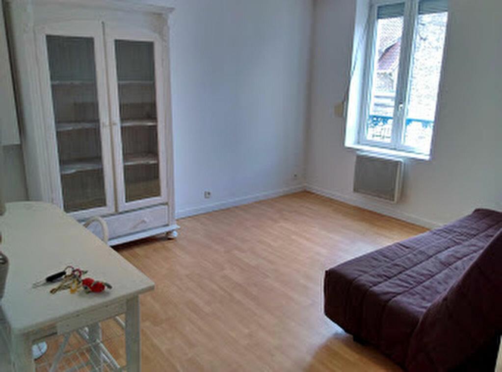 Appartement à louer 1 22.57m2 à La Ferté-sous-Jouarre vignette-1