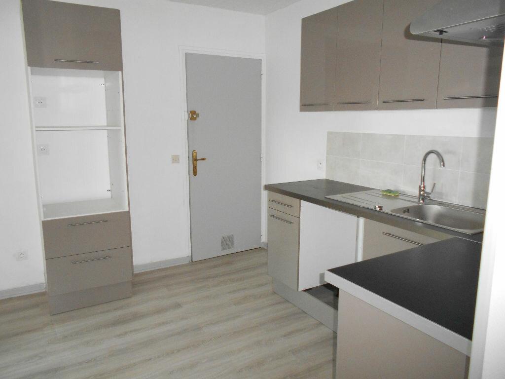 Appartement à louer 3 49.63m2 à La Ferté-sous-Jouarre vignette-2
