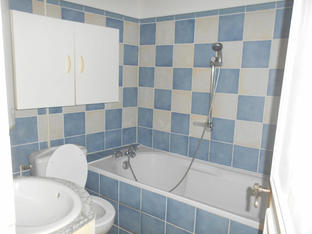 Appartement à louer 2 32.74m2 à La Ferté-sous-Jouarre vignette-4