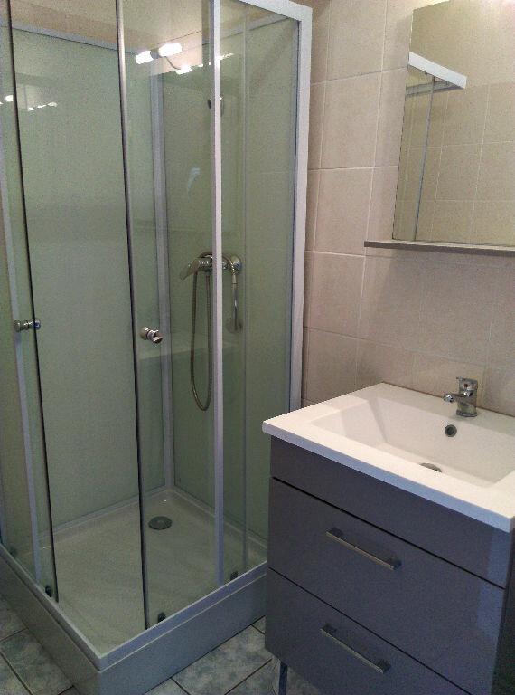 Appartement à louer 2 33.51m2 à Saint-Cyr-sur-Morin vignette-2