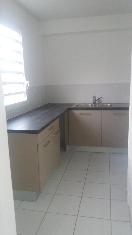 Appartement à louer 4 74.19m2 à Le Lamentin vignette-3