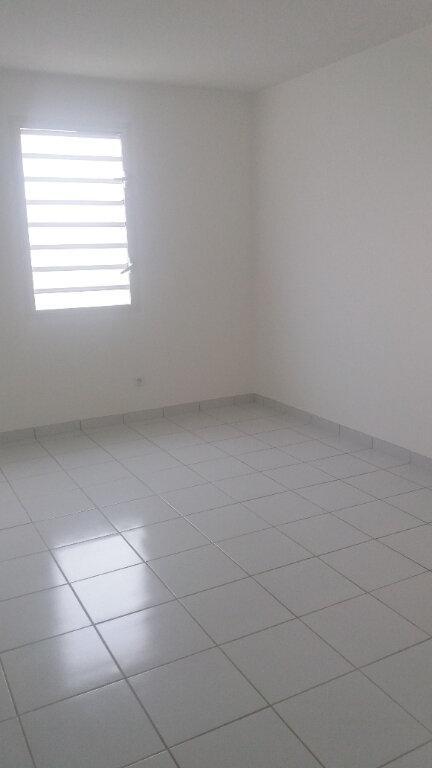 Appartement à louer 4 74.19m2 à Le Lamentin vignette-5