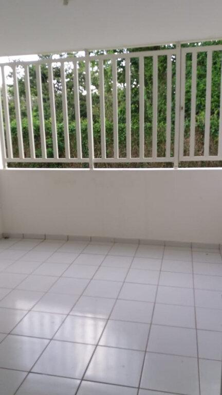 Appartement à louer 4 74.19m2 à Le Lamentin vignette-6