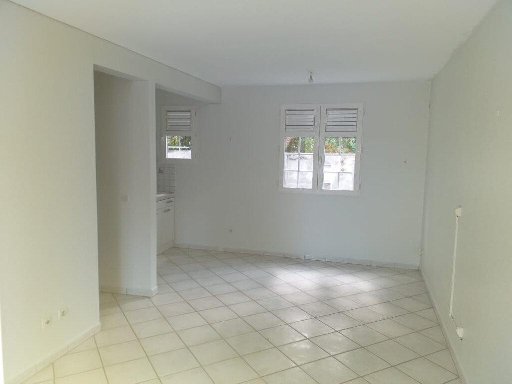 Appartement à louer 2 35.79m2 à La Trinité vignette-1