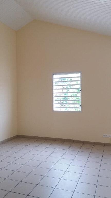 Appartement à louer 3 80m2 à Le François vignette-1