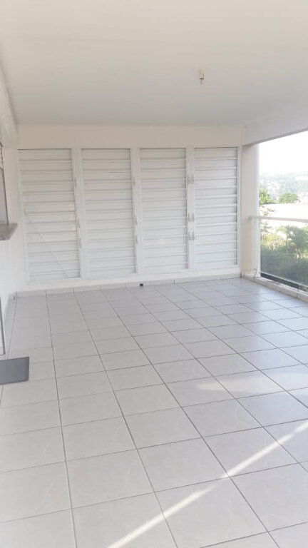 Appartement à louer 3 65.45m2 à Fort-de-France vignette-2
