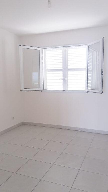 Appartement à louer 3 65.45m2 à Fort-de-France vignette-6