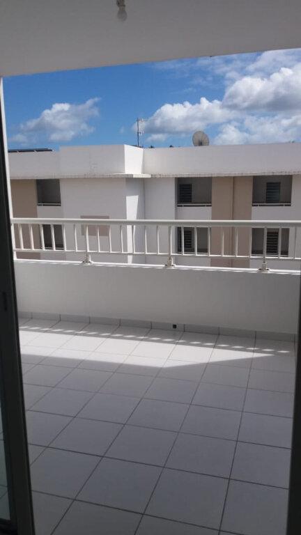 Appartement à louer 3 61.7m2 à Le Lamentin vignette-1