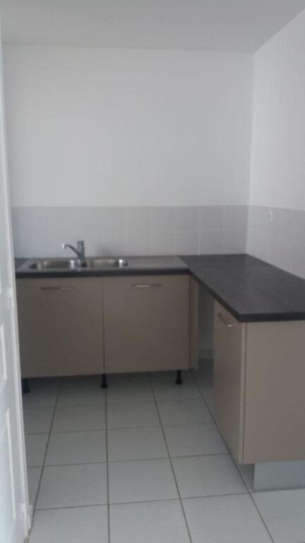 Appartement à louer 3 61.7m2 à Le Lamentin vignette-3