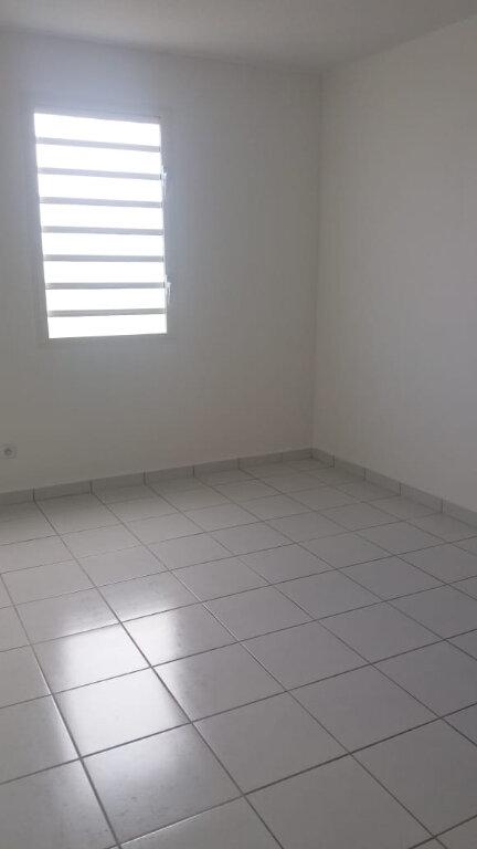 Appartement à louer 3 61.7m2 à Le Lamentin vignette-4