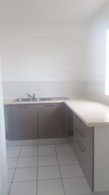 Appartement à louer 4 74.19m2 à Le Lamentin vignette-1
