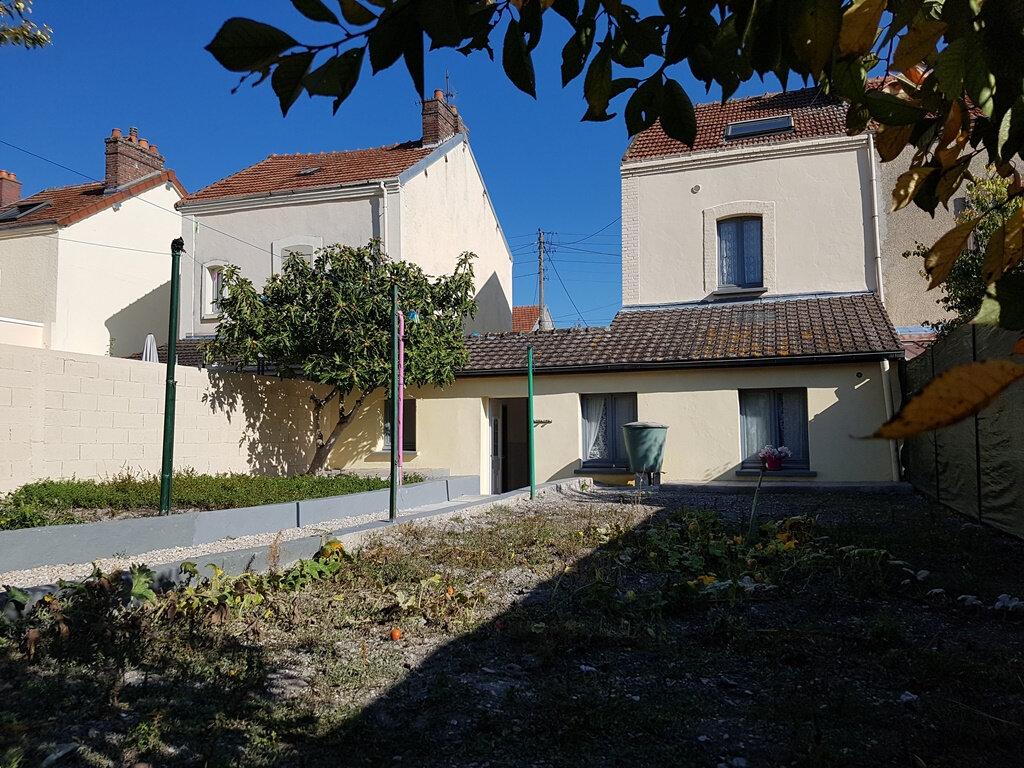 Maison à vendre 5 97m2 à Romilly-sur-Seine vignette-1