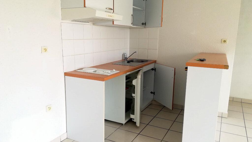 Appartement à louer 3 56.25m2 à Carcassonne vignette-3