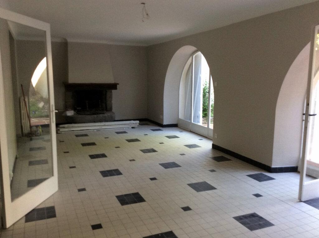 Maison à louer 4 135.3m2 à Carcassonne vignette-3