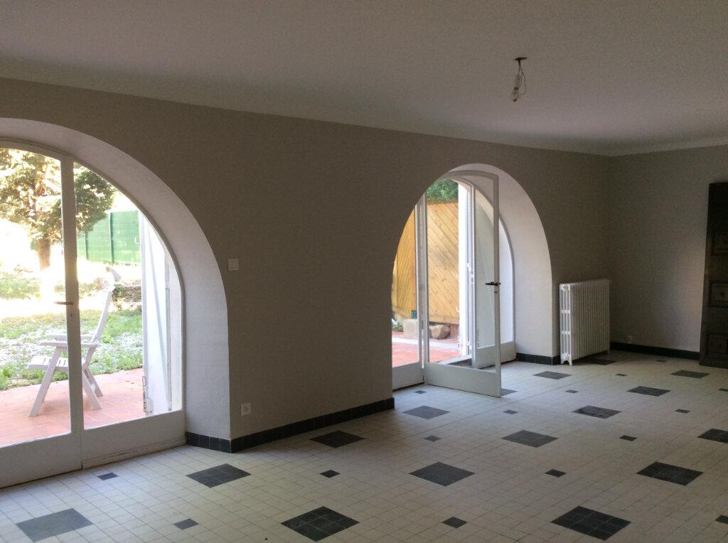 Maison à louer 4 135.3m2 à Carcassonne vignette-4