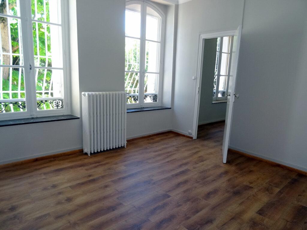 Maison à louer 4 135.3m2 à Carcassonne vignette-8