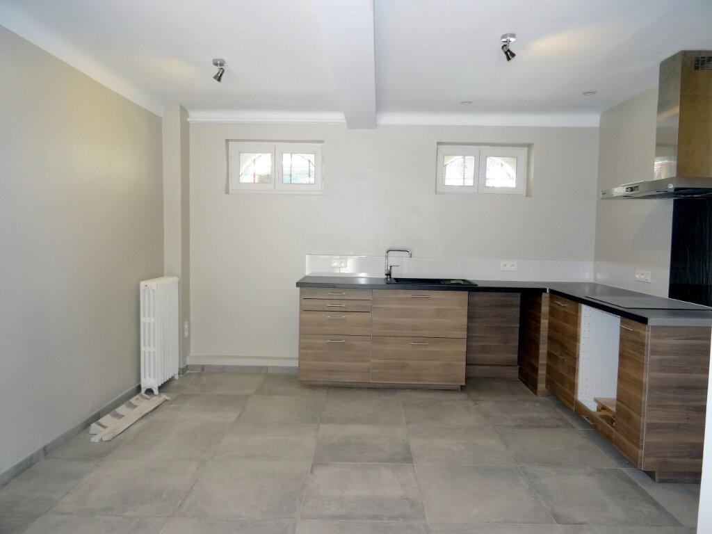 Maison à louer 4 135.3m2 à Carcassonne vignette-13