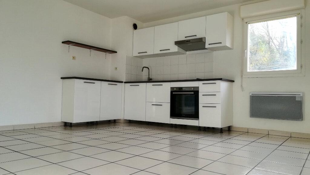 Appartement à louer 3 56.7m2 à Carcassonne vignette-1