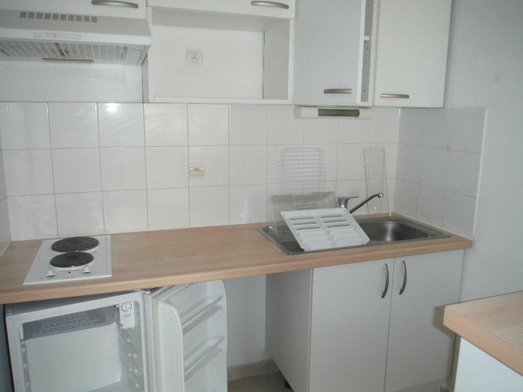 Appartement à louer 2 39.4m2 à Carcassonne vignette-4