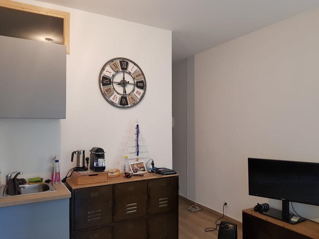 Appartement à louer 2 33m2 à Bastia vignette-2
