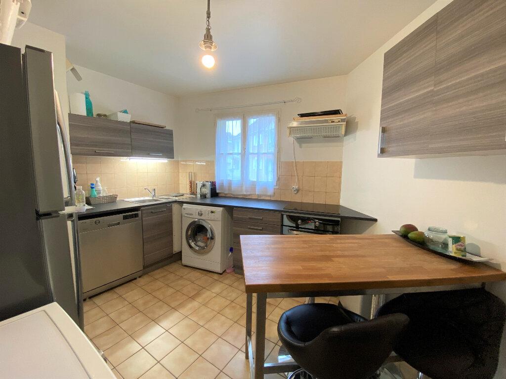 Appartement à louer 3 67.49m2 à Montlhéry vignette-3