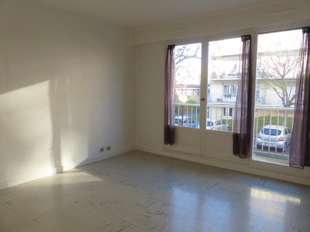 Appartement à louer 2 43.43m2 à Brétigny-sur-Orge vignette-1