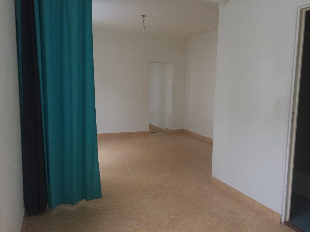 Appartement à louer 1 32m2 à Montivilliers vignette-4