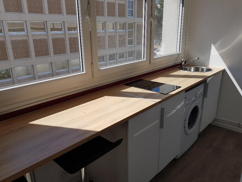 Appartement à louer 1 27.7m2 à Le Havre vignette-1