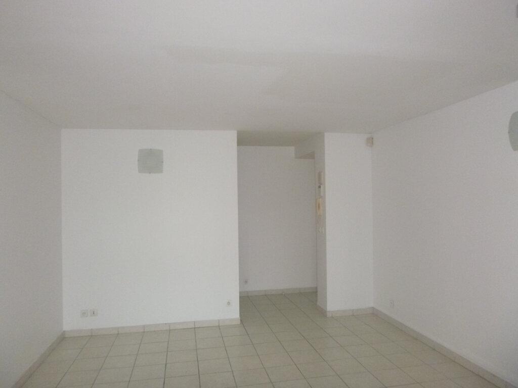 Appartement à vendre 3 53.11m2 à Fort-de-France vignette-4