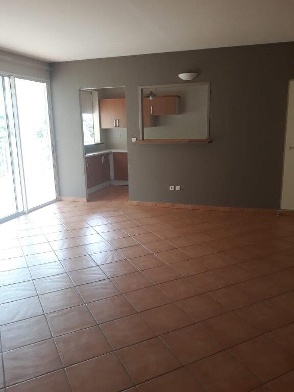 Appartement à louer 4 82.73m2 à Fort-de-France vignette-1