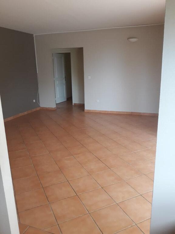 Appartement à louer 4 82.73m2 à Fort-de-France vignette-3